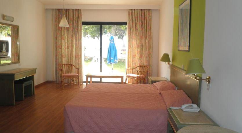 Отель ПАРК-БИЧ, Лимассол, Кипр