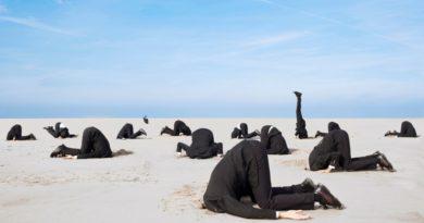 Йога на песке