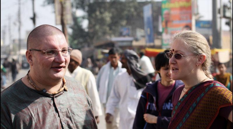 Рузовы на парикраме во Вриндаване. Индия