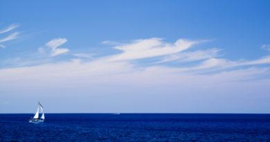 Белеет парус одинокий в тумане моря голубом. Кипр