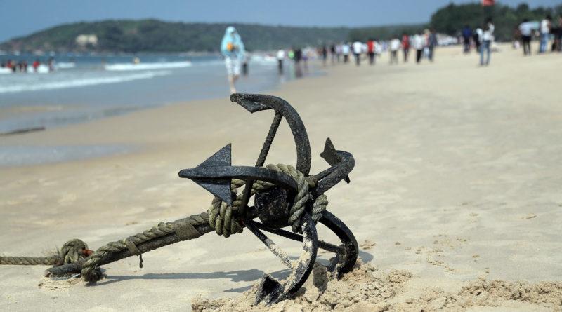 Якорь на пляже Гоа. Индия