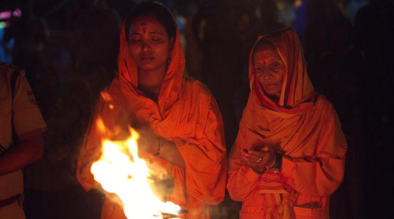 Поклонение Ганге. Харидвар. Индия