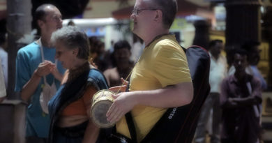 Игра на барабане. Индия