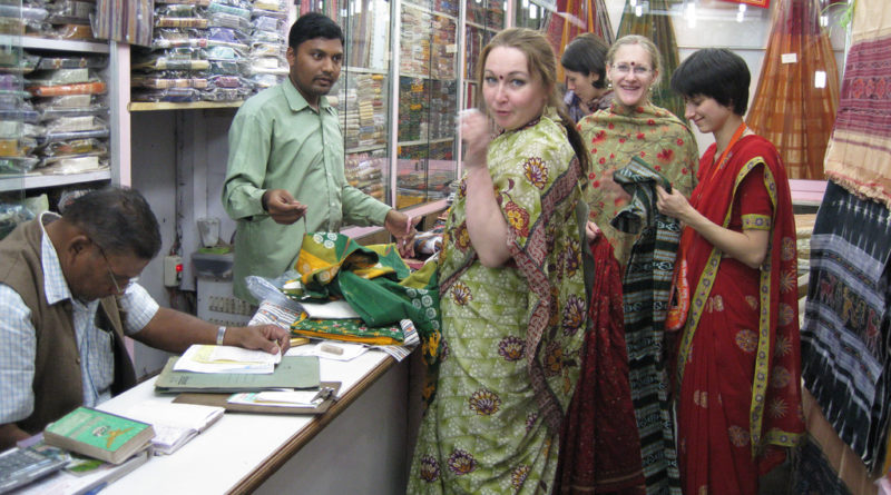Ажиотаж в магазине. Пури. Индия