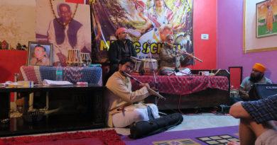 На музыкальном концерте в Ришикеше. Индия