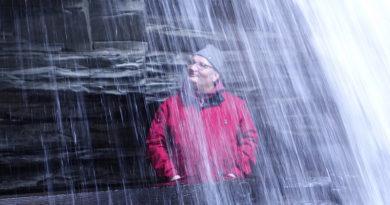 Рузов В.О. под водопадом